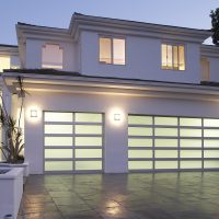 How to hire the garage door repair and replacement servicemen?