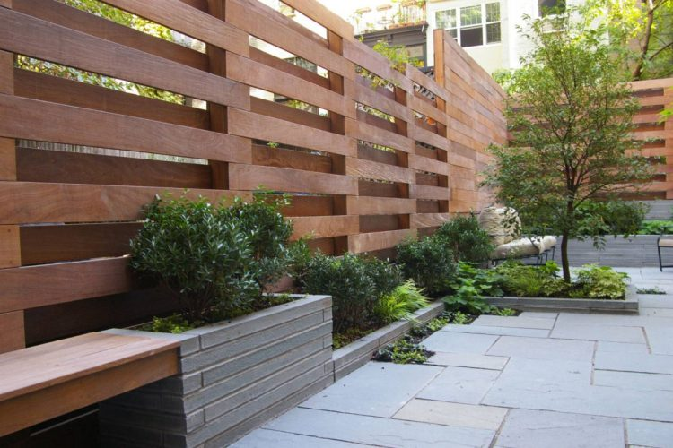 How to buy the top quality outdoor privacy screen in Canada